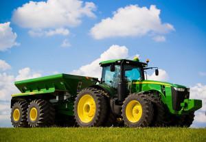 John Deere трактор