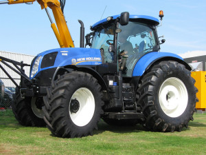 New Holland трактор