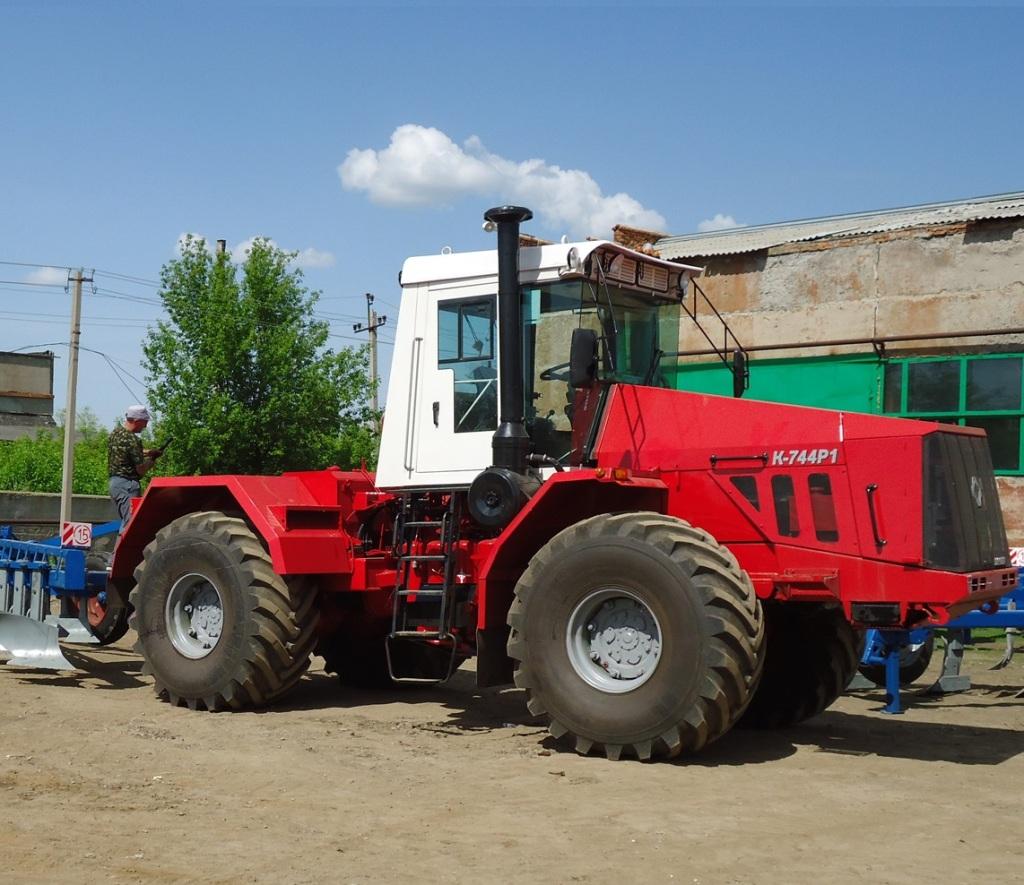 Трактор Кировец К-744