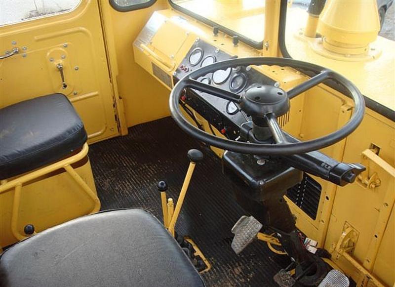 Трактор К-700 кабина водителя
